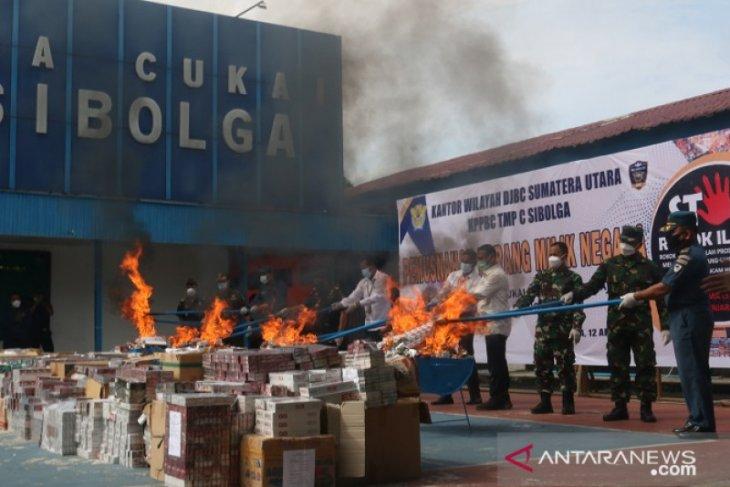 Bea Cukai Sibolga musnahkan ribuan batang rokok ilegal dengan kerugian negara ratusan juta