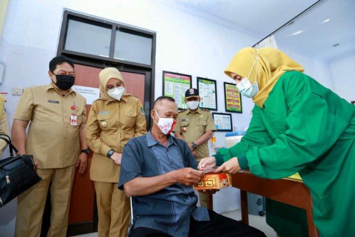 Bulan Ramadhan, takmir masjid di Banyuwangi disuntik vaksin COVID-19