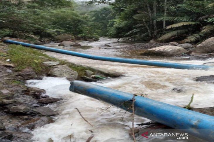 Hujan deras akibatkan pipa air minum PDAM Tirtanadi di Tapsel putus, ribuan pelanggan terganggu