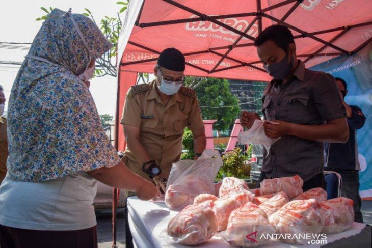Jelang Ramadhan, Pemkab Purwakarta gelar operasi pasar daging ayam