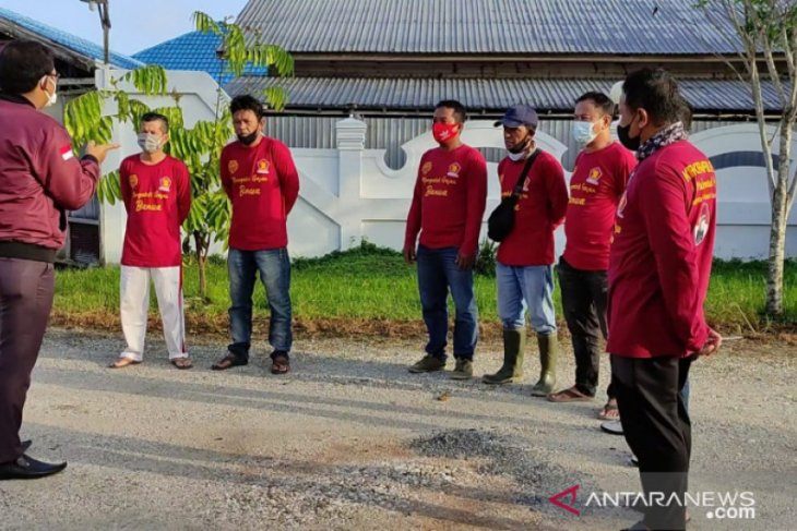 Anggota DPR RI M Nur giat penyemprotan disinfektan jelang Ramadhan
