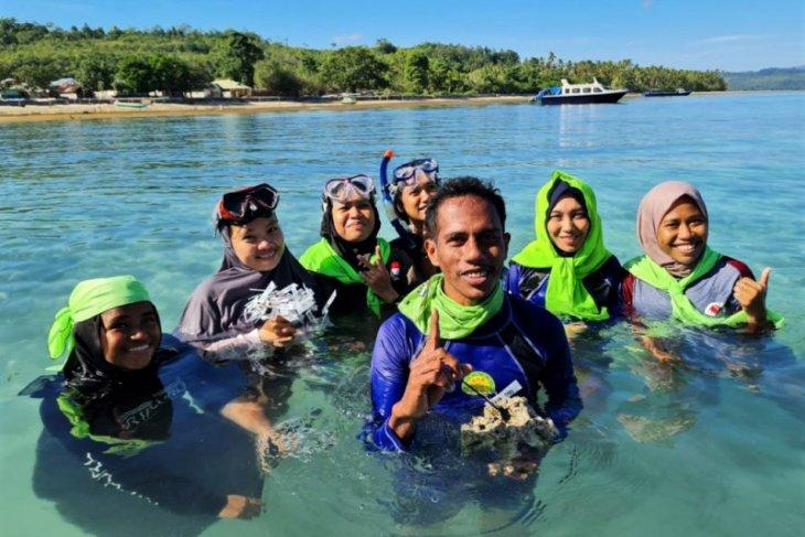 KANAL Maluku transplantasi karang di pantai Negeri Kulur
