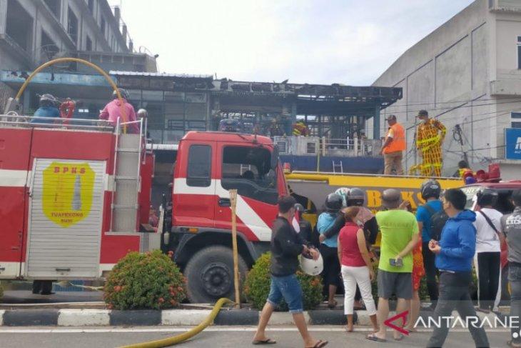 Dua penghuni terjebak dalam kebakaran ruko di Singkawang