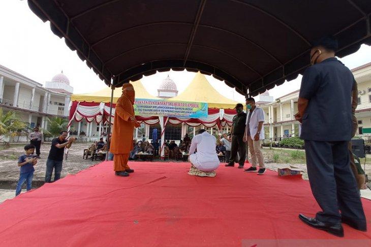 Oknum PNS di Aceh Tamiang dicambuk 100 kali