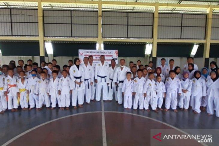 65 karateka ikuti ujian kenaikan tingkat di Padangsidimpuan
