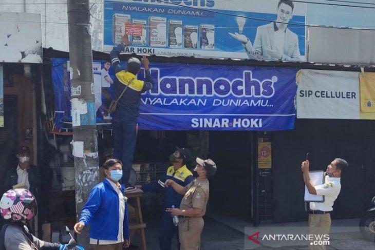 31 reklame tidak berizin di Kota Bekasi ditertibkan