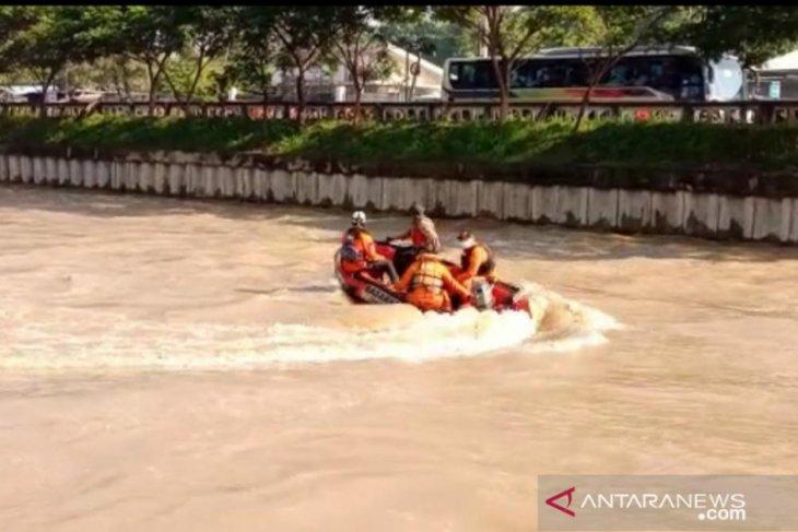 Rafi Ardika terseret arus dan tenggelam di Kalimalang Bekasi (video)