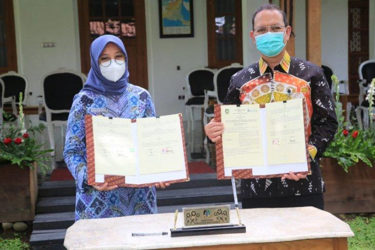Pemkab Banyuwangi bersama BI teken MoU pengembangan batik dan beras