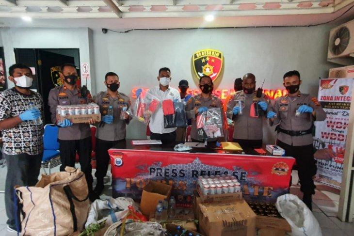 Polres Ternate musnahkan ratusan kantong miras selundupan