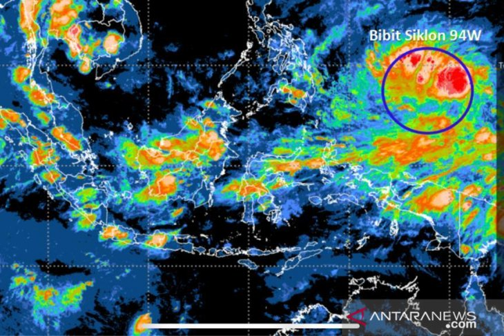 BNPB issues tropical cyclone warning to provinces
