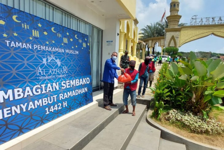 Al Azhar Memorial Garden berbagi jelang Ramadhan