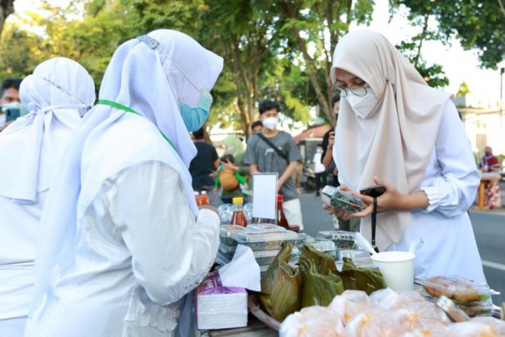 Terapkan prokes ketat, Pemkab Banyuwangi resmikan Pasar Takjil Ramadhan