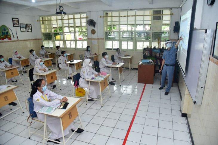 Pengawasan siswa saat sekolah tatap muka di Surabaya diminta diperketat