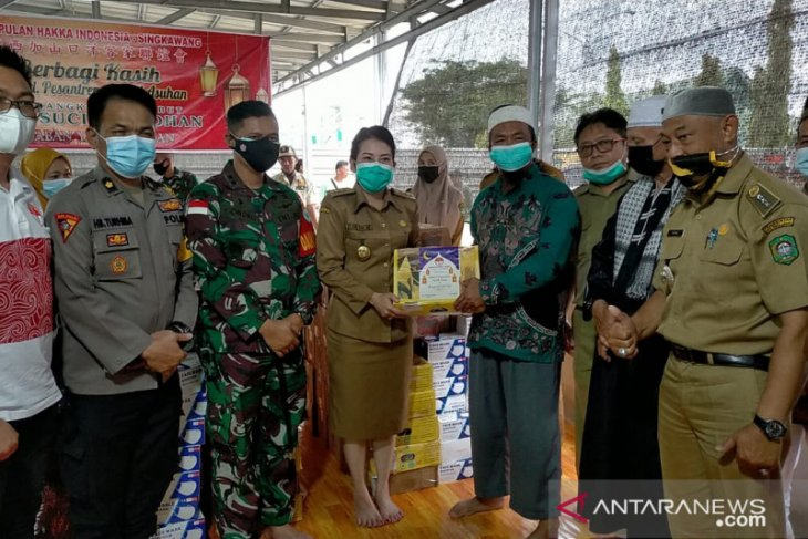 Tjhai Chui Mie salurkan bantuan Ramadhan untuk 127 masjid