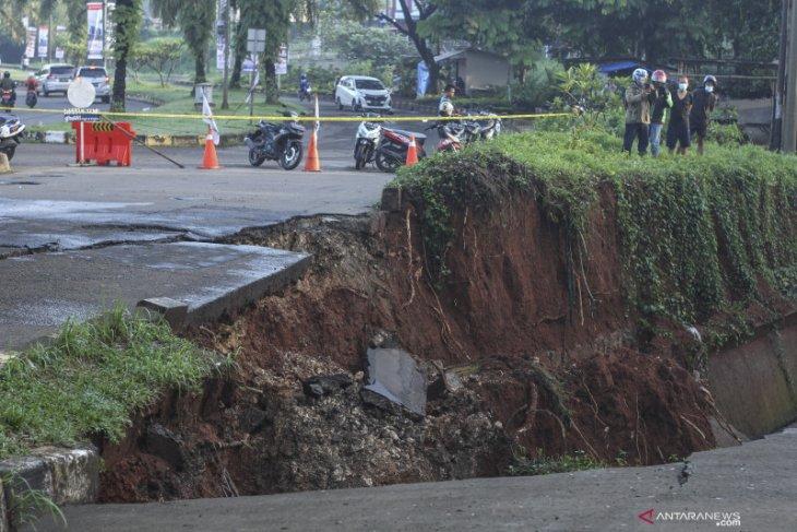Pemkot Depok mulai perbaiki jalan amblas di kawasan GDC