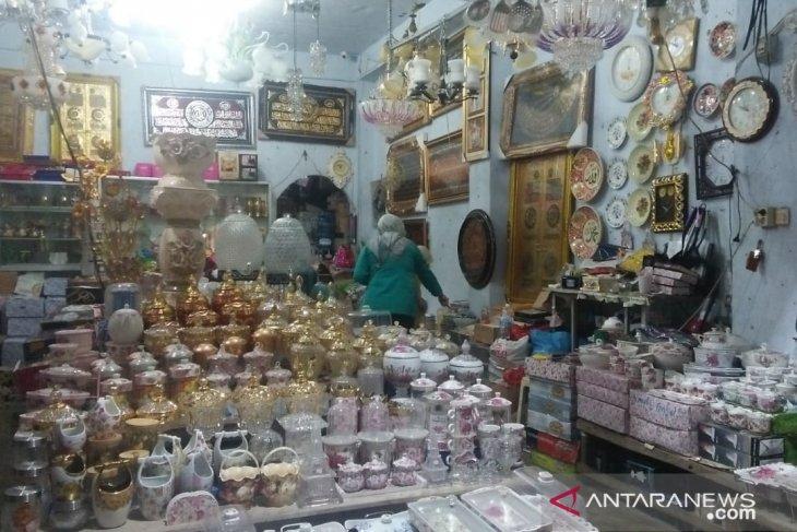 Memasuki ramadhan pedagang keramik pasar Sitimang masih sepi pembeli