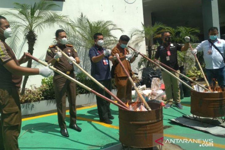 Kejaksaan Negeri Tangerang musnahkan 218 barang bukti tindak pidana umum