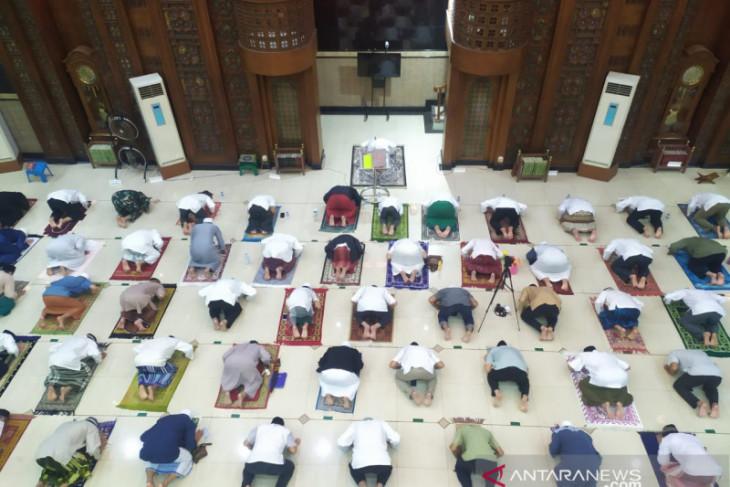 Pemkot Bekasi apresiasi masjid gelar tarawih dengan prokes ketat