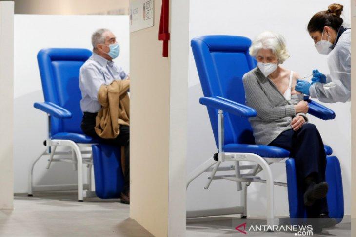 Italia mulai berikan vaksin ketiga COVID