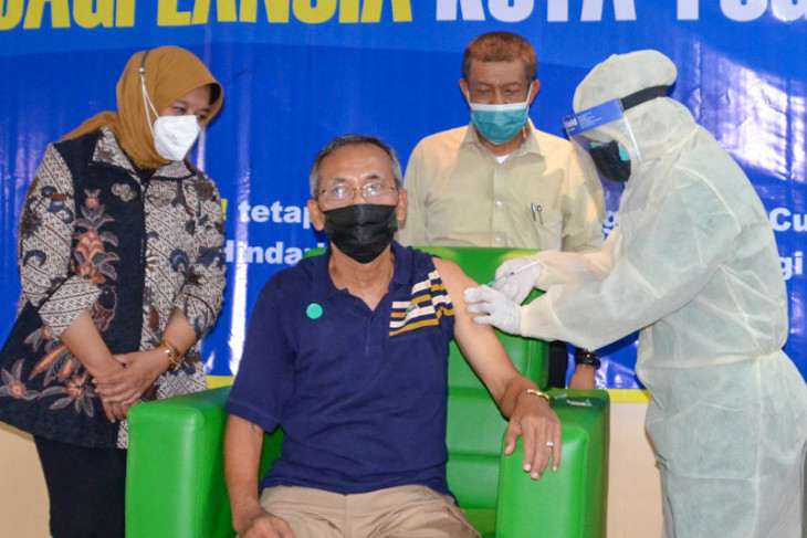 Di Yogyakarta  lansia difasilitasi vaksin massal pada malam hari
