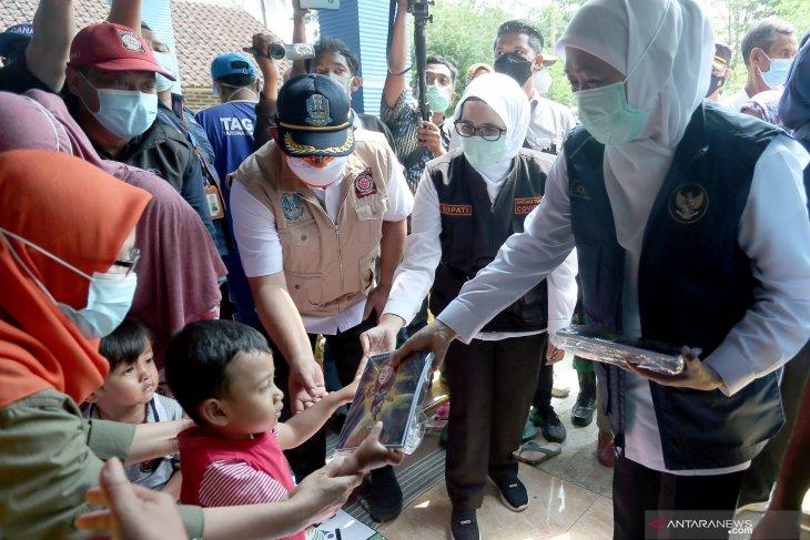 Gubernur Jatim Kunjungi Korban Gempa di Blitar