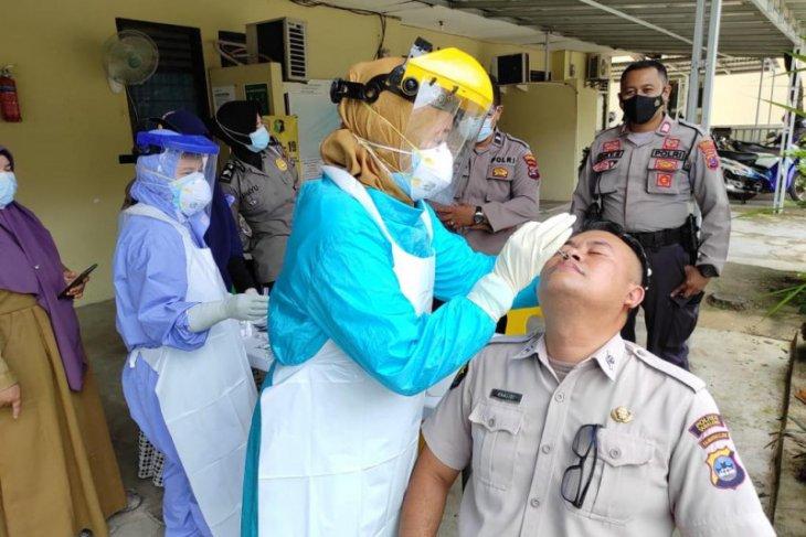 Panitia penerimaan anggota Polri jalani rapid antigen