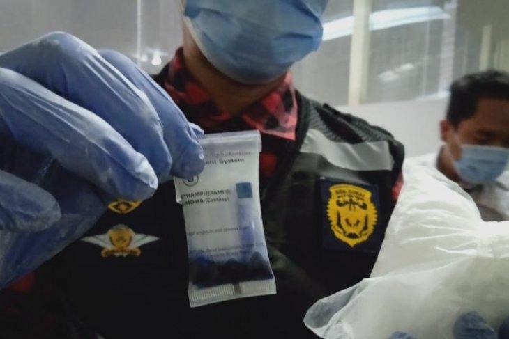 Penumpang bawa sabu-sabu di Kualanamu diserahkan ke Polda Sumut