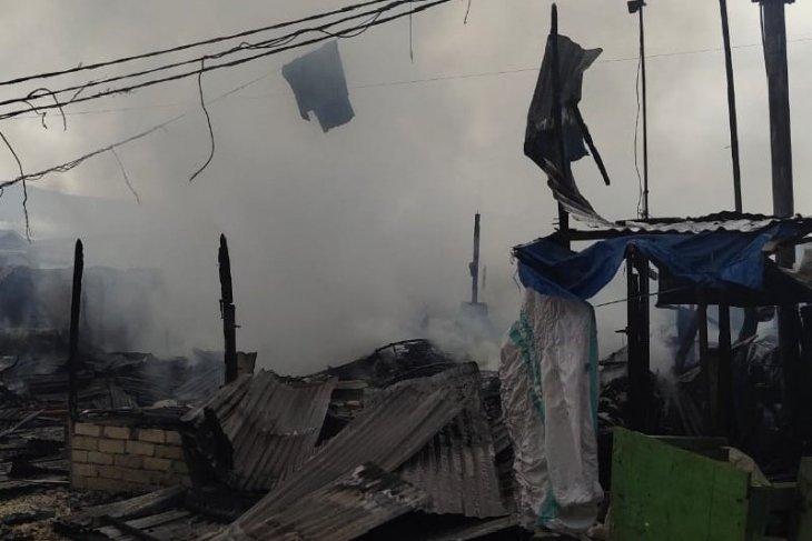 Blaze conflagrates 22 kiosks at Jayapura's Youtefa Market