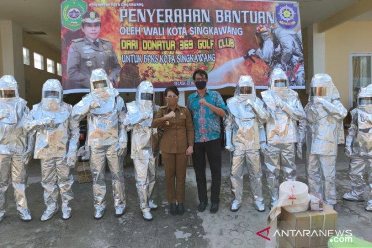 Tjhai Chii Mie salurkan bantuan baju anti panas untuk BPKS