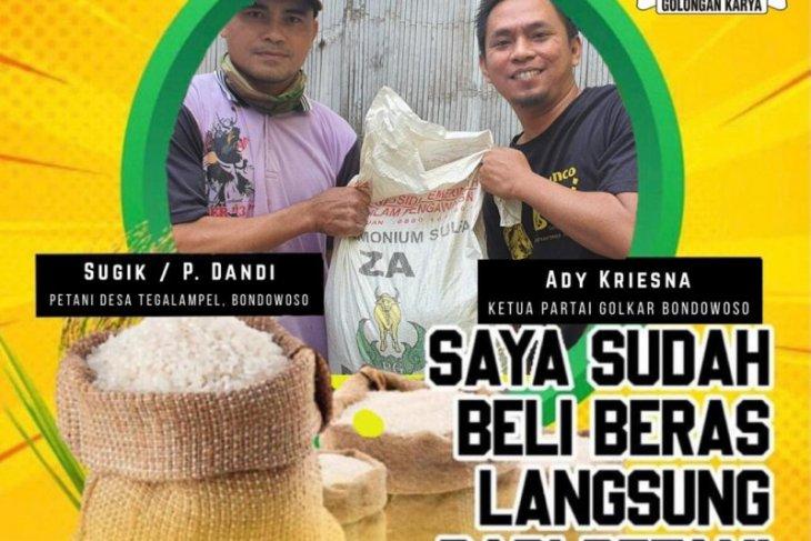 Pengurus Golkar Bondowoso beli beras petani untuk disalurkan kepada masyarakat tidak mampu