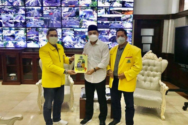 Partai Golkar serahkan buku aspirasi ke wali kota Surabaya
