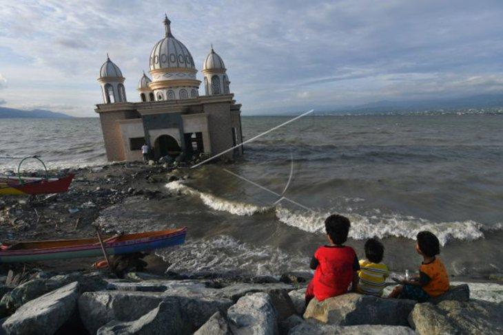 Ngabuburit di Masjid Bekas Tsunami