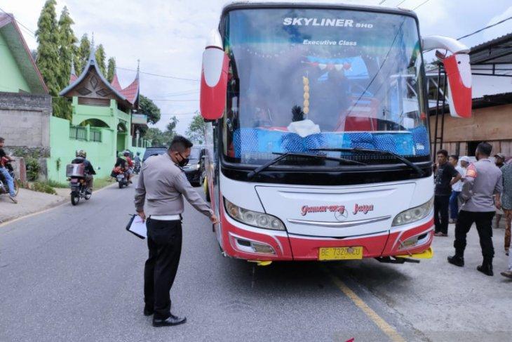 Bus Gumarang Jaya tabarak  lima siswa SD tiga diantaranya tewas