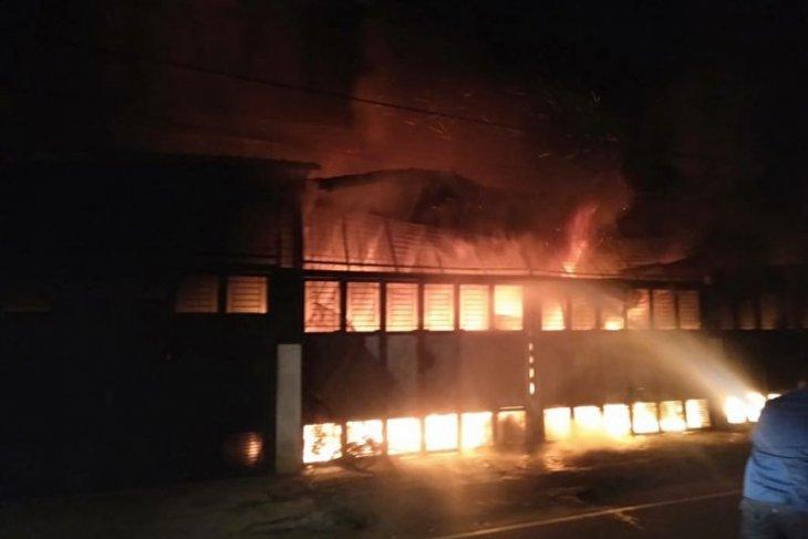 Lima ruko di Medan terbakar, satu orang tewas