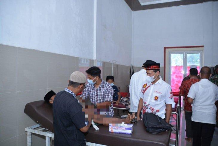 Dek Fad khitan anak keluarga kurang mampu di Pidie Jaya
