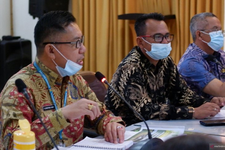 Legislator Sambas gelar konsultasi Raperda perlindungan lahan pertanian