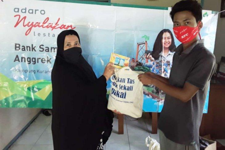 Awal ramadhan, puluhan nasabah bank sampah terima paket sembako
