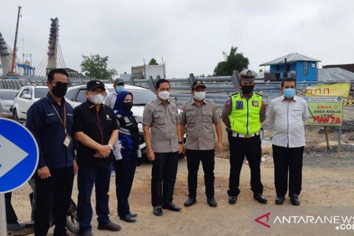 DPRD Kalsel pastikan kondisi jalan angkutan sembako lancar