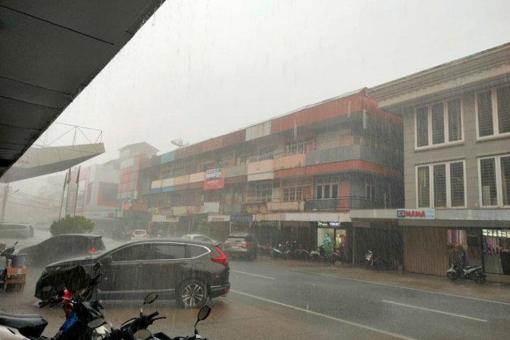 Warga Pontianak diingatkan agar waspada cuaca ekstrem