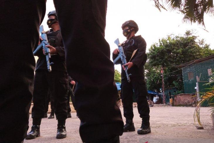 Terduga teroris ditembak hendak serang polisi dengan parang