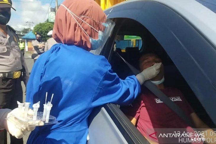 Polisi: Puluhan pengemudi kendaraan jalani rapid antigen