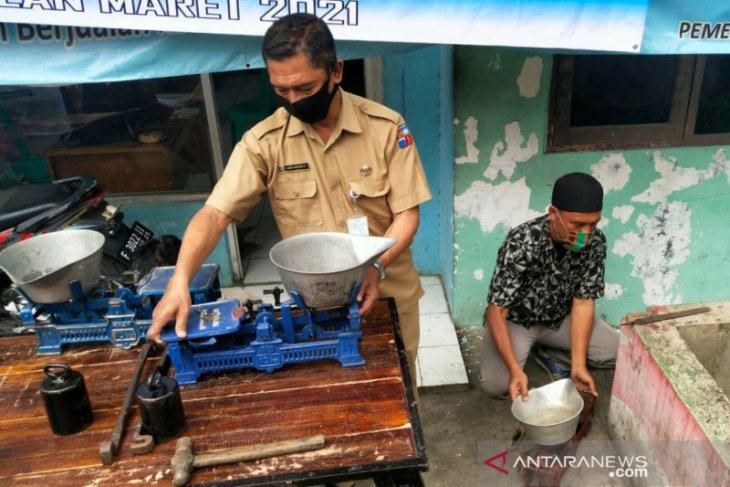 Perumda PPJ lakukan operasi tera timbangan di 12 pasar di Kota Bogor