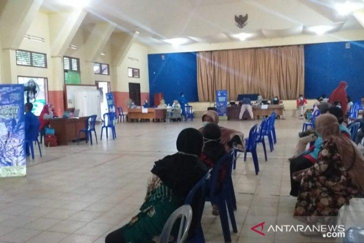 400 pedagang pasar di Tanjung Pandan disuntik vaksin COVID-19