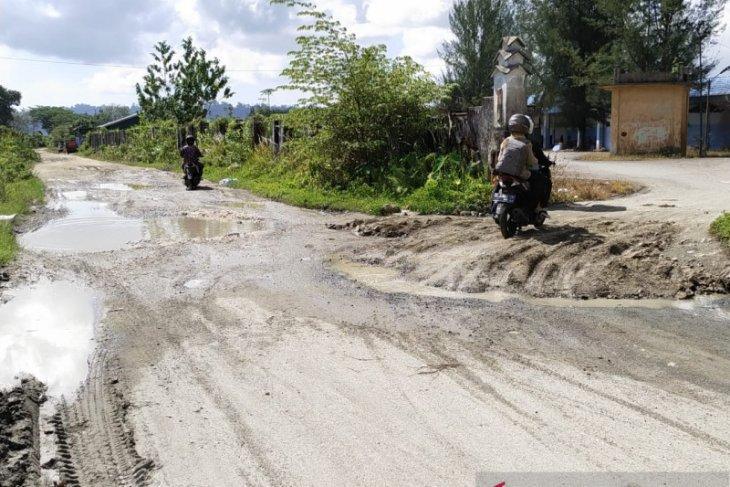 Delapan tahun rusak, jalan satu kilometer di Simeulue belum diperbaiki