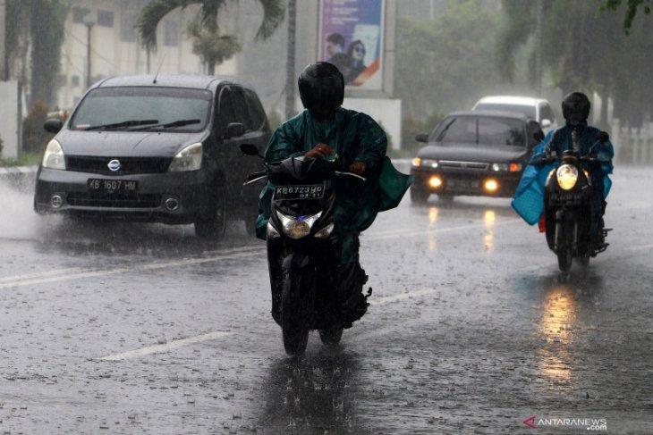 Hujan lebat diprakirakan  mengguyur sejumlah wilayah