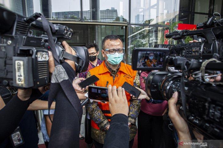 Dua mantan staf Menteri Kelautan didakwa bantu Edhy Prabowo terima suap