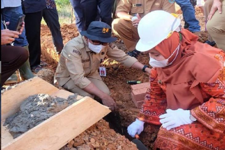 Bupati Muarojambi lakukan peletakan batu pertama gedung SMA