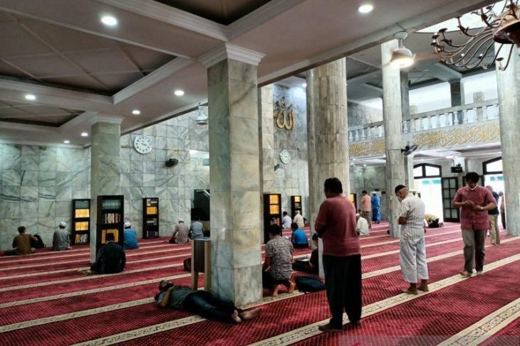 Masjid di Jambi izinkan jamaah beribadah itikaf dengan taat prokes