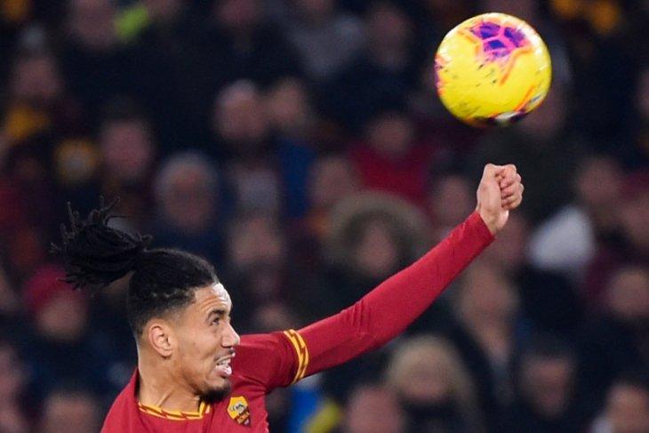 Pemain AS Roma Chris Smalling ditodong dan dirampok maling