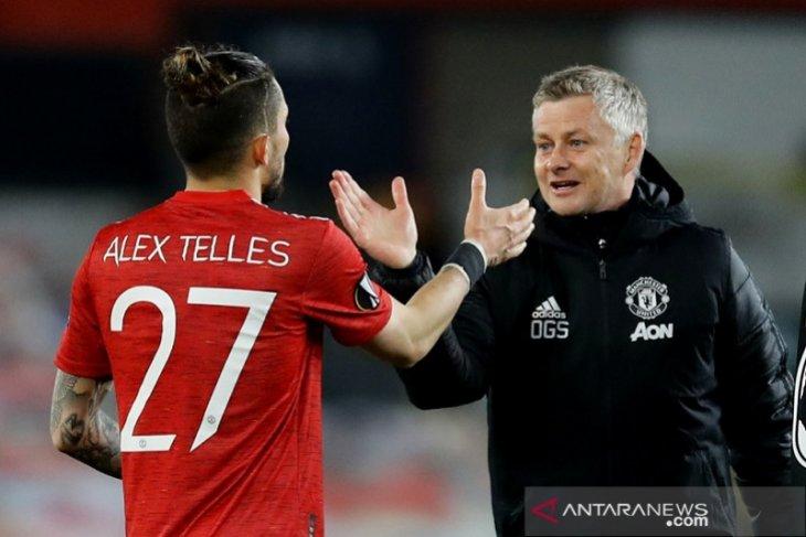 AS Roma dikabarkan siap datangkan Alex Telles dari Man United
